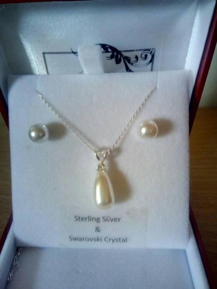 Swarovski Pearl Drop Necklace Set