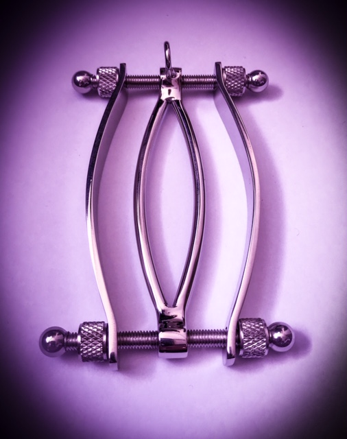 Pussy clamp - www.tpdungeon.co.uk
