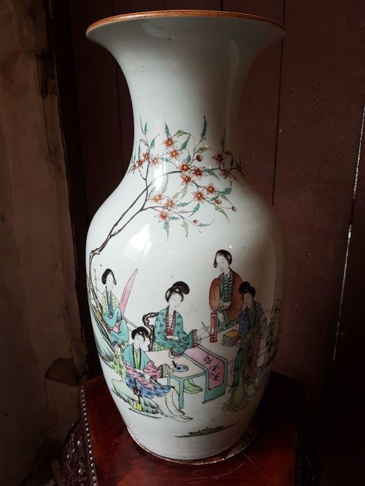 Antiek Chinees Porselein Herkennen.Schatting Van Chinese Vazen En Porselein Hoge Prijzen Gegarandeerd