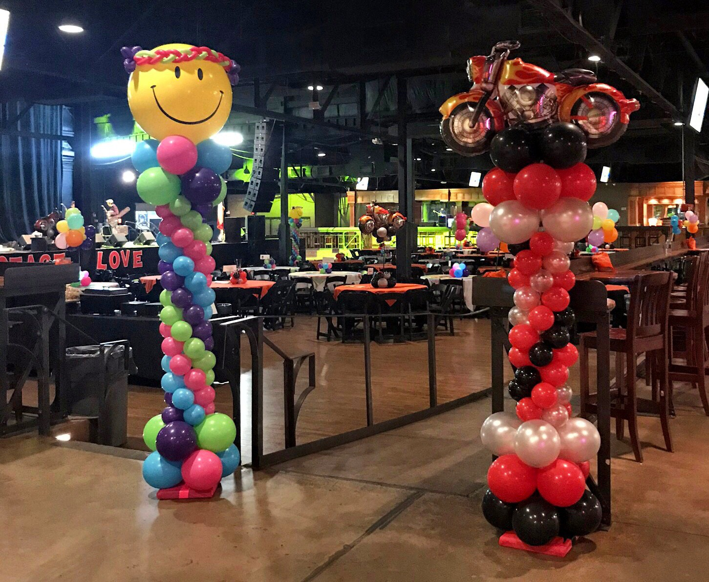 70's themed balloon columns