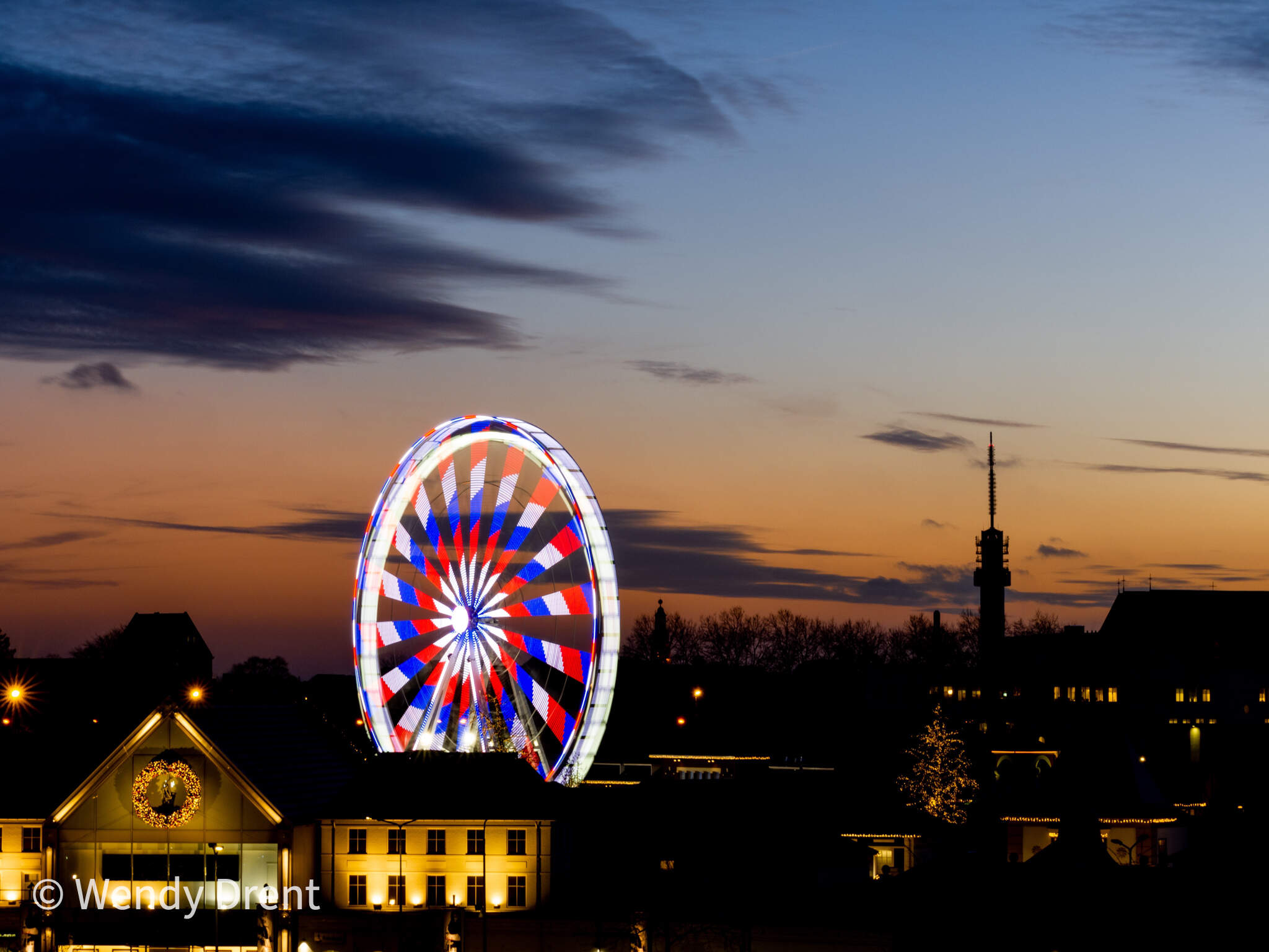 roermond, wendy drent, reuzenrad, ferris wheel, outlet, outlet center,  long exposure, evening, light, netherlands