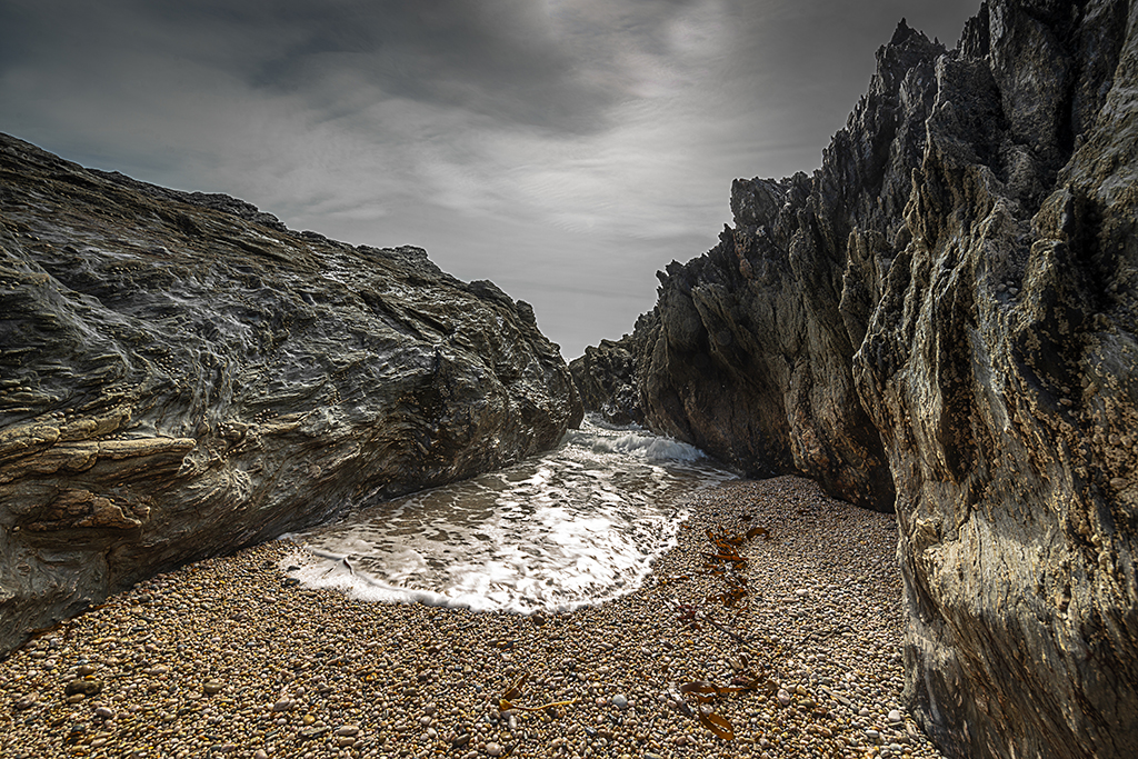 Tidal flow at Little Sleaden Rocks at Peartree Point. Stock Image ID: 2686