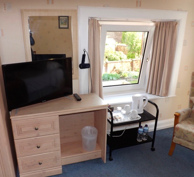 TV, tea and coffee making facilities at Lindean Guest House Dumfries