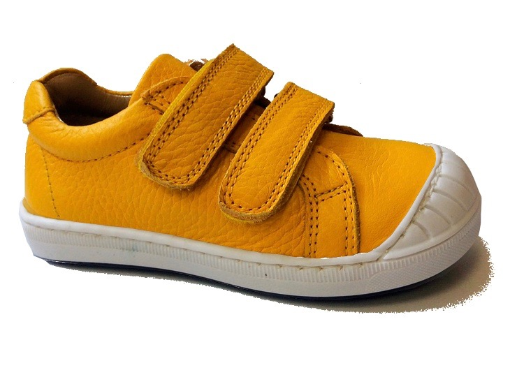 Leather trainer for toddlers in mustard yellow