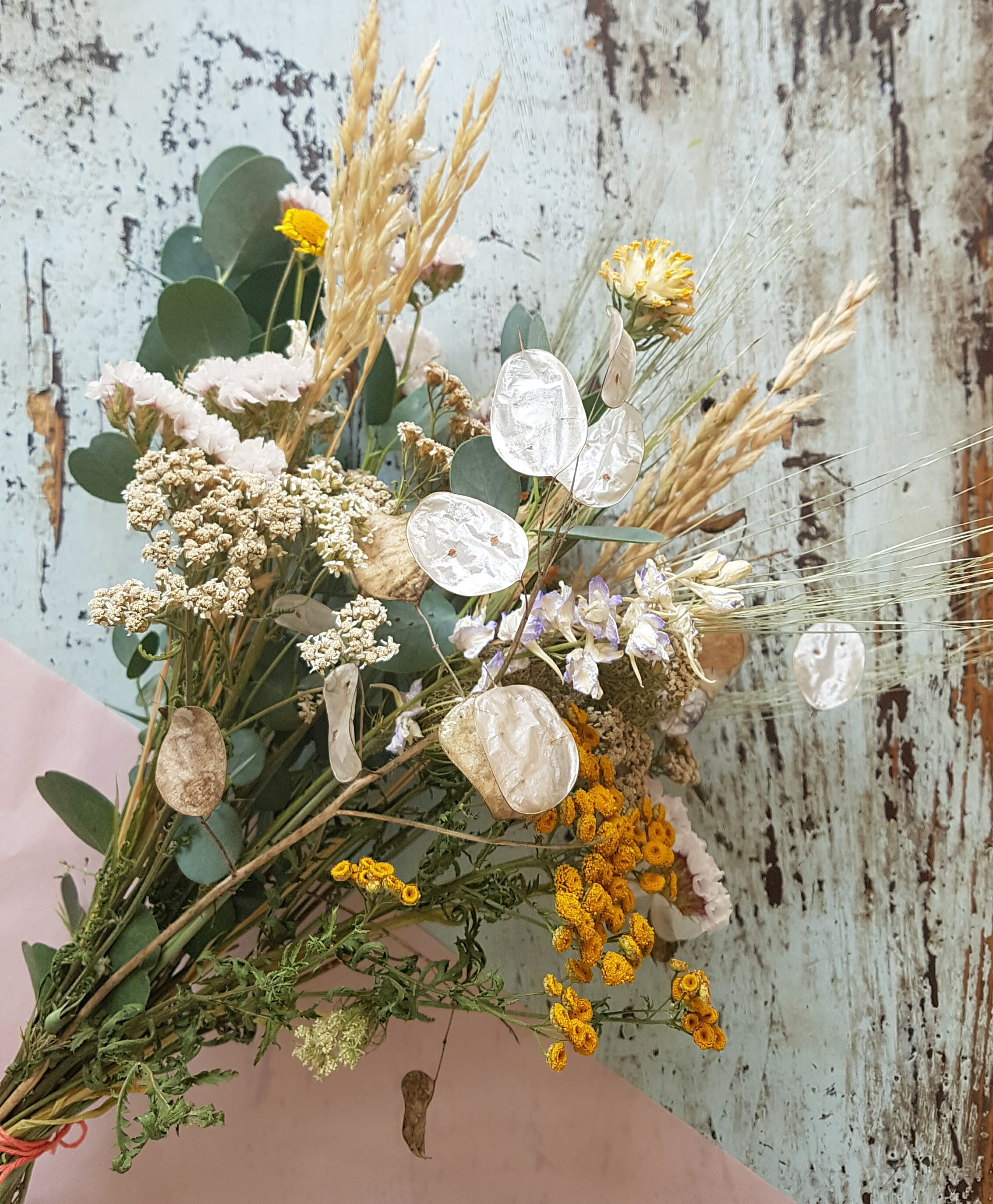Droogbloemen: White with a touch of gold (maat M)