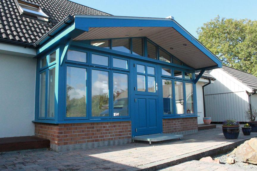 Porch and windbreak on north east side of house colour azure blue Ral no. 5009