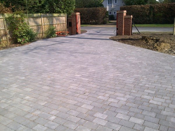 New block paved drive in West Byfleet