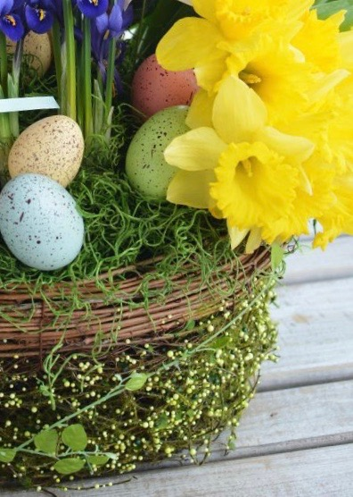 Create a Seasonal Easter Table Display at East Grinstead Sports Club on Wednesday April 8th 10-12