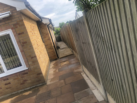 Pathway around side of house in paving slabs
