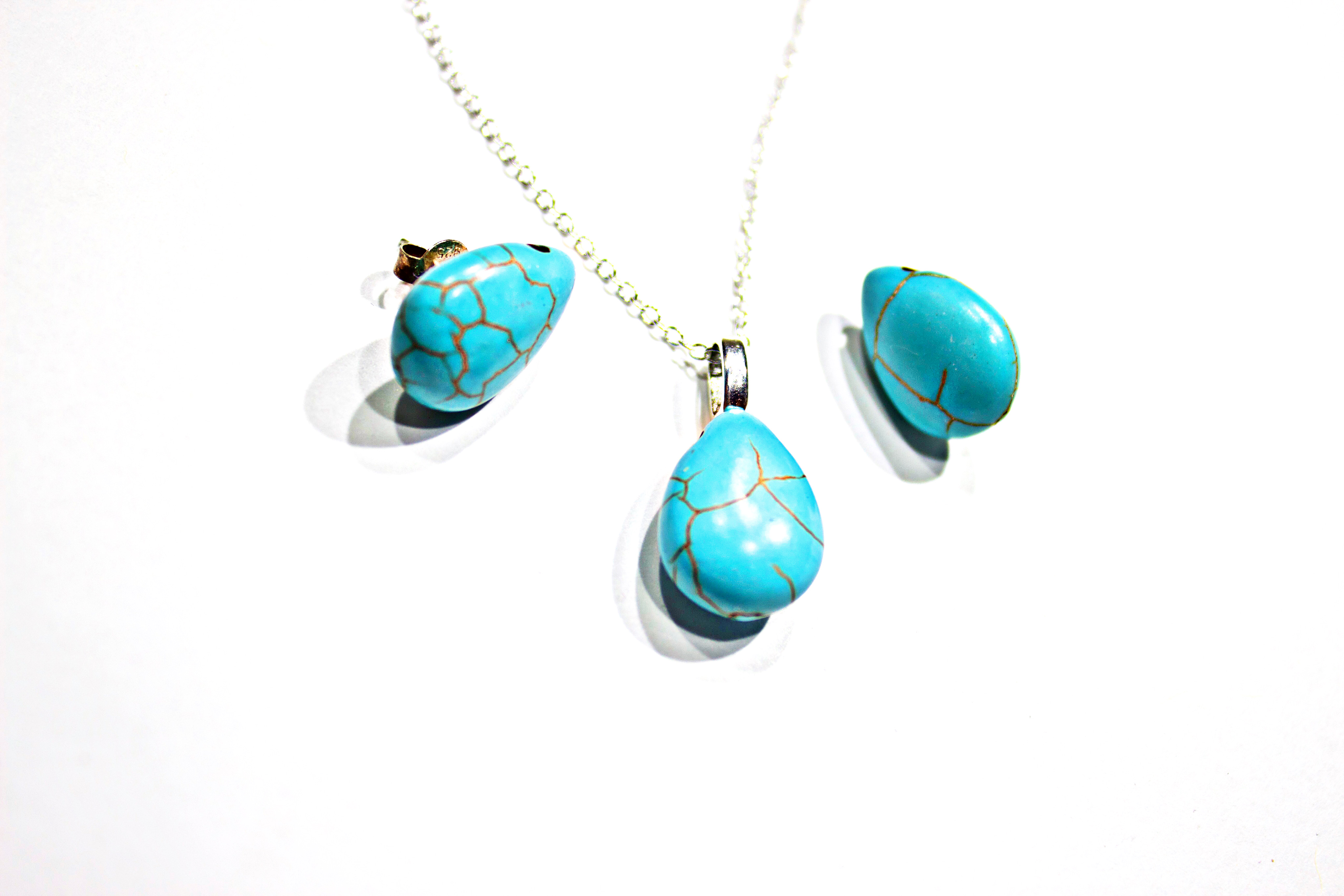 Turquoise 925 sterling sliver earring and pendant set