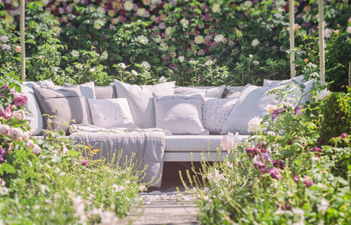 Cosy and intimate seating enhances every garden