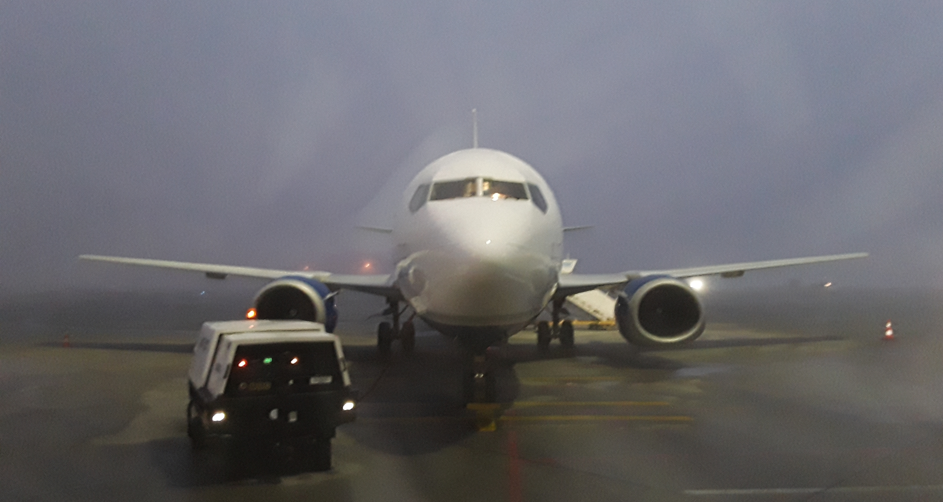 Morning haze on B737 before survey on-site