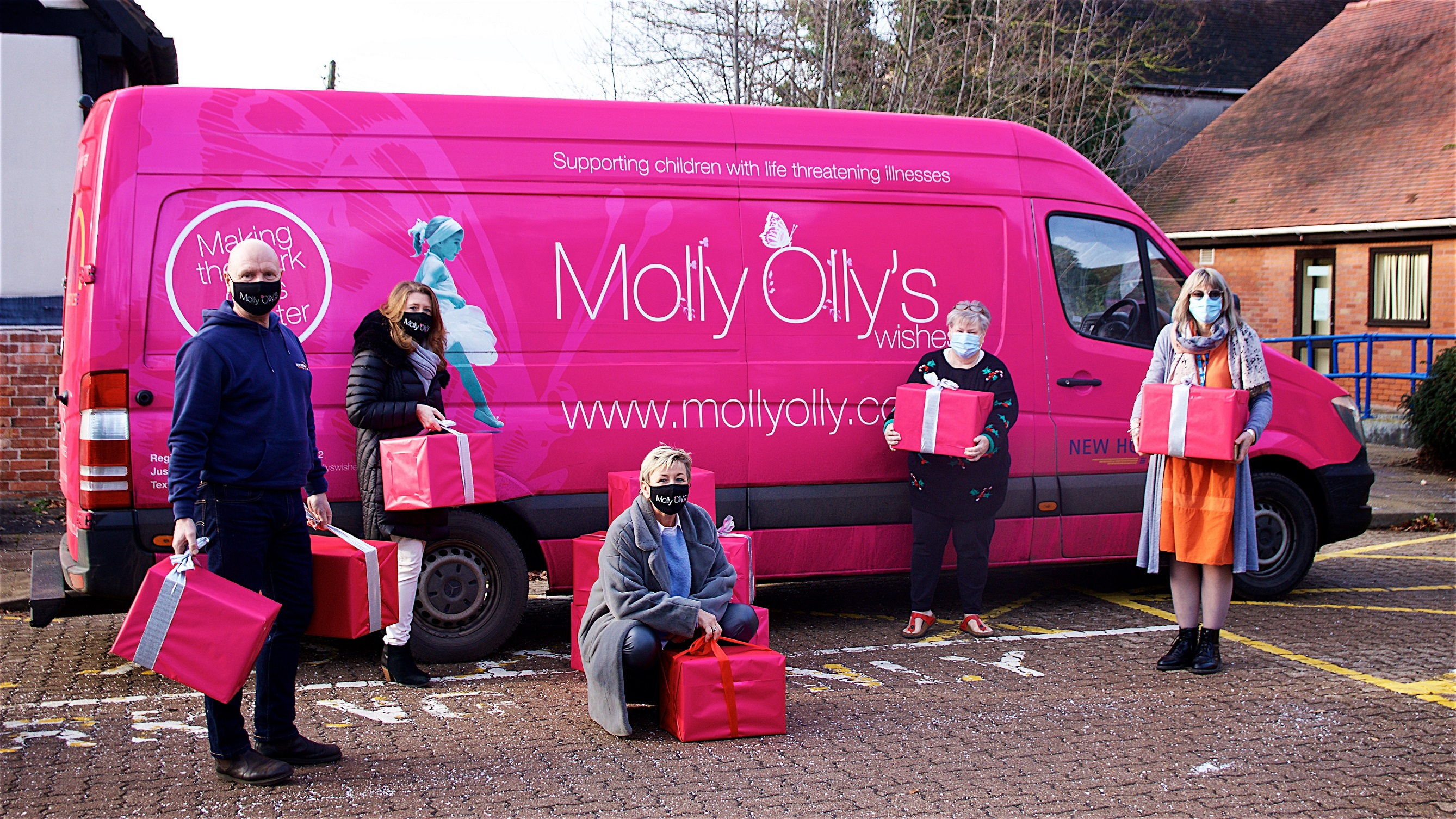 Oakland International and Molly Olly's Wishes Partner to Deliver Food and Children's Hampers to Families in Need
