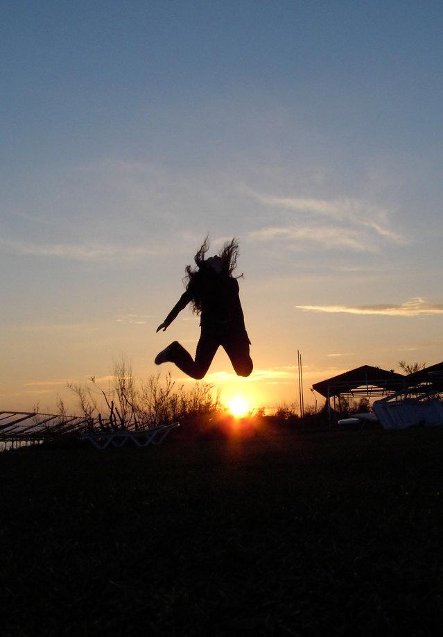 happy-jump-1400599-639x917jpg