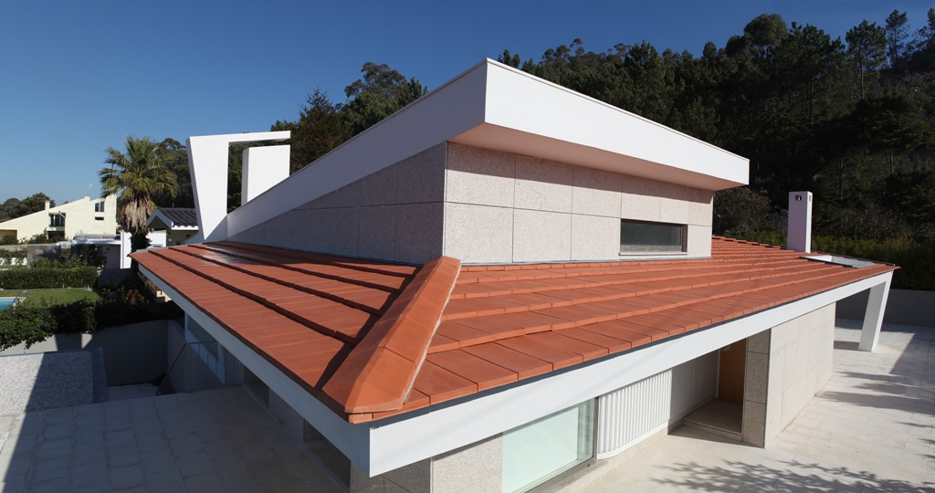 CS Plasma clay tile, on low pitch roof - Galex