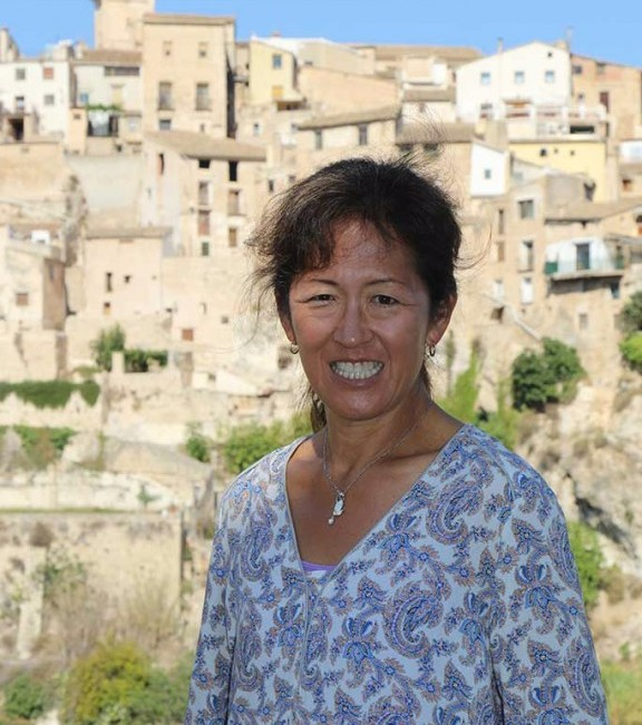 Keiko Tanabe at Bocairent with Dalvaro painting vacations www.paintonholiday.com
