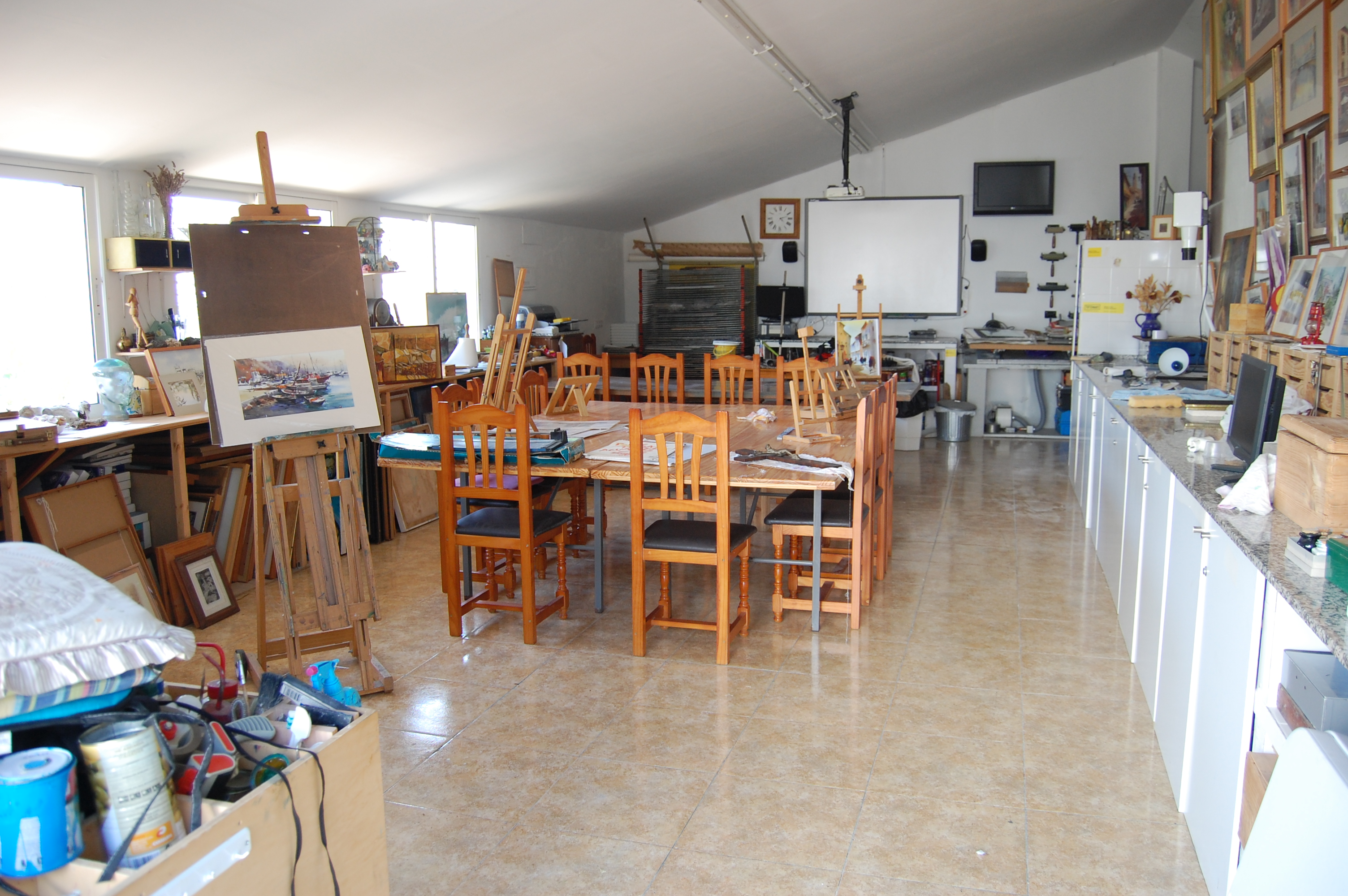 art studio at Dalvaro www.paintonholiday.com