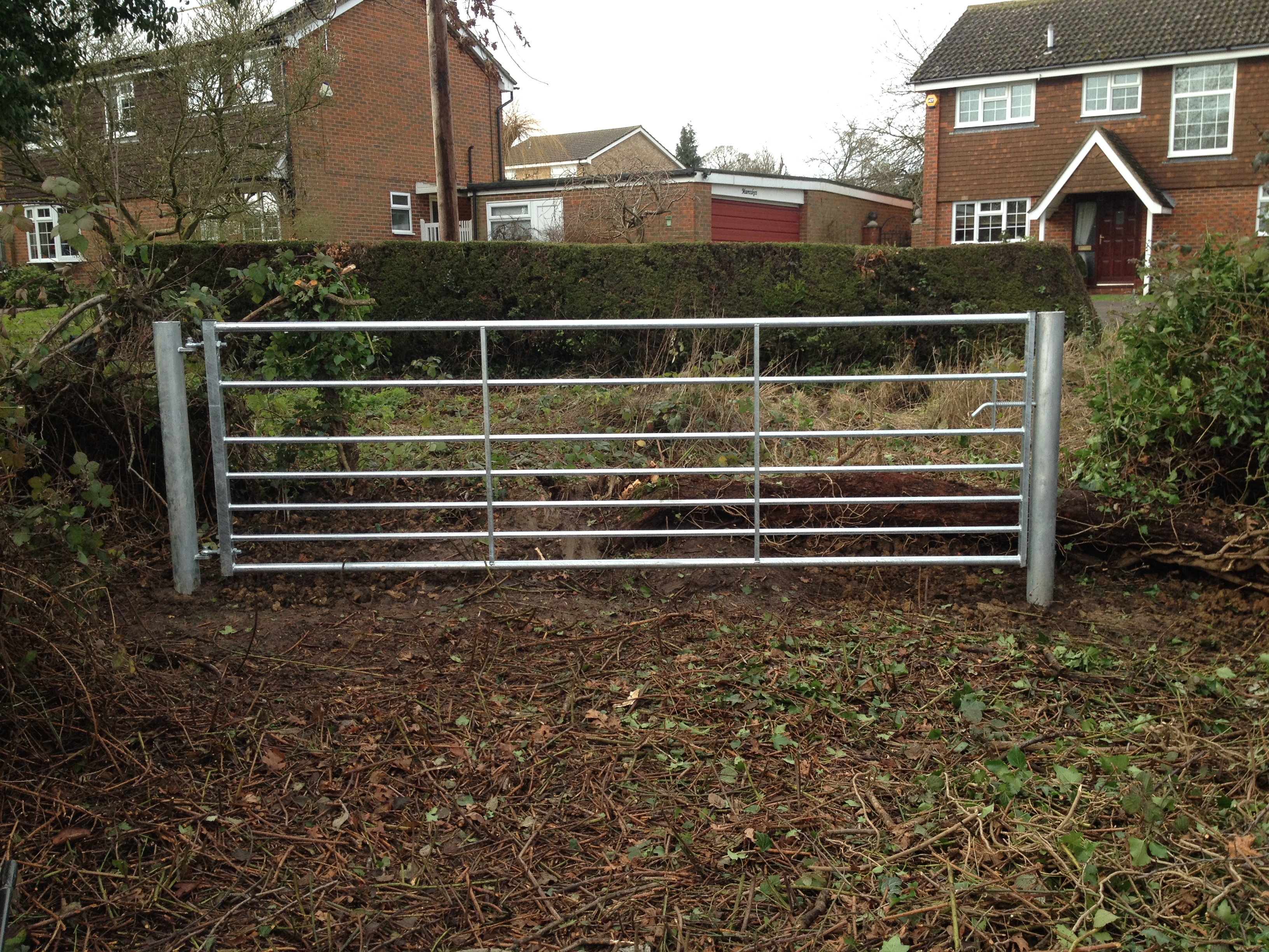 Rust free field gate
