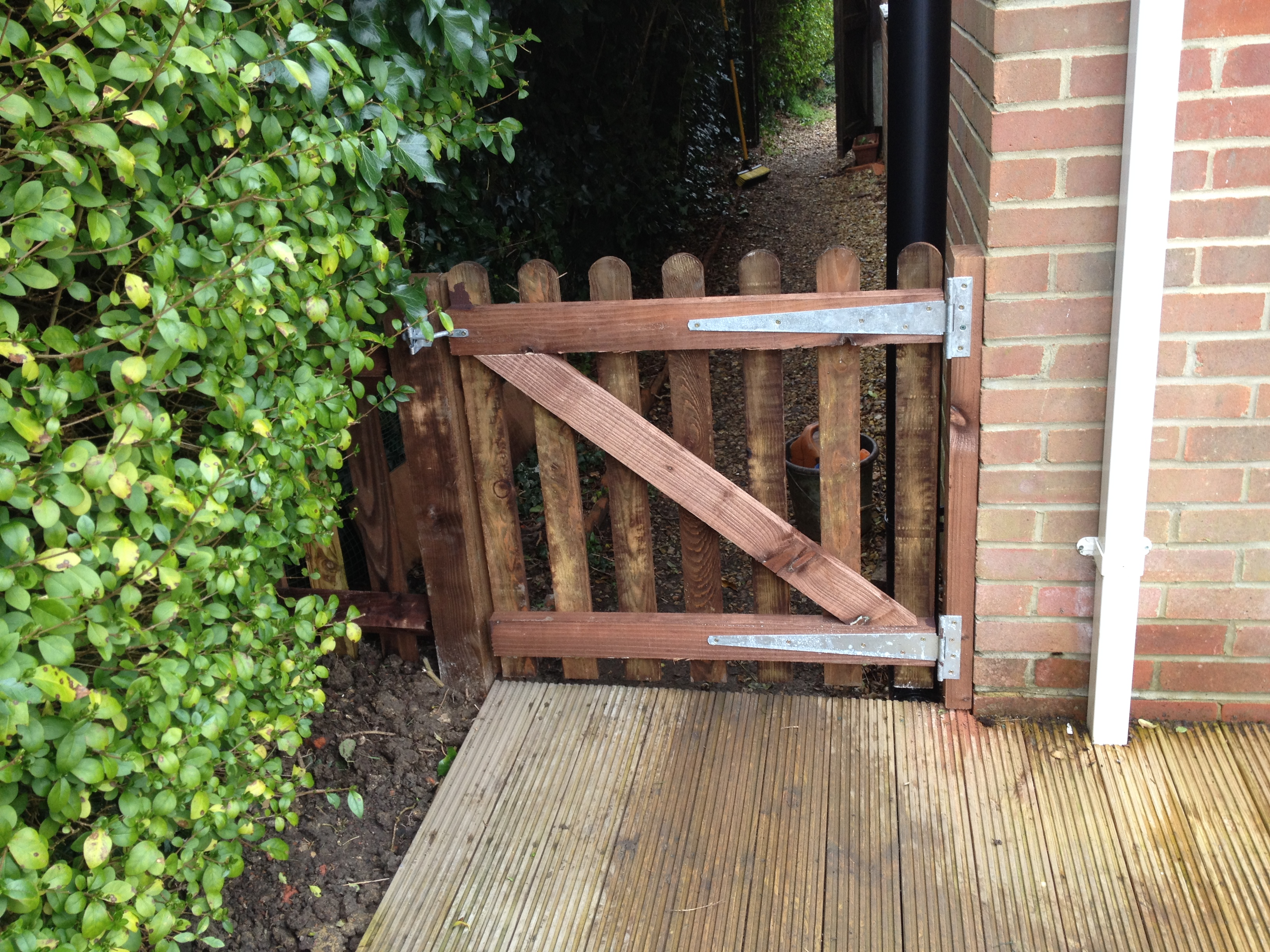 Brown 900mm wicket gate
