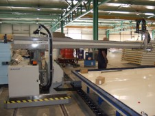 3-Component Adhesive Automatic System on rails for producing Large Panels.