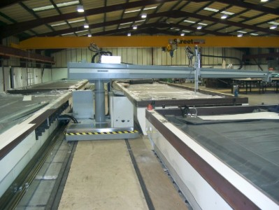 2 Component Adhesive Automatic Spreader System running on tracks, made for large panel manufacturing.