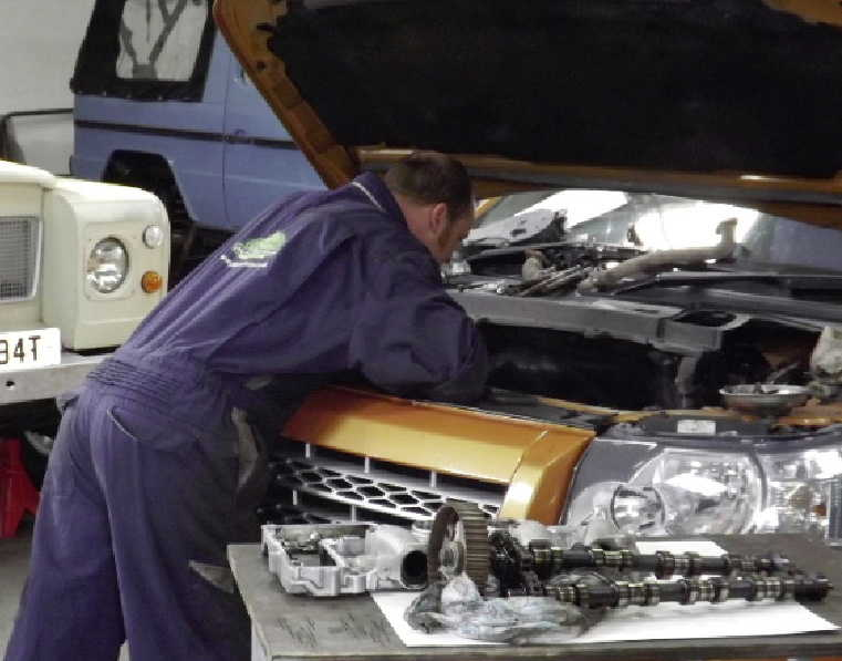 Gibsons Auto Services offer Land Rover, Range Rover and Defender repairs and servicing