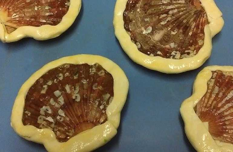 Mushrooms encased in pastry shells
