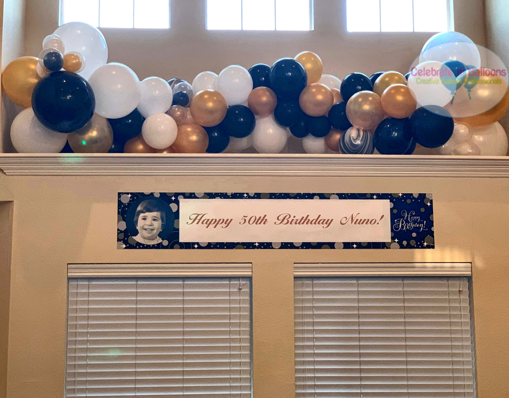 Birthday party decor: organic balloon garland for alcove