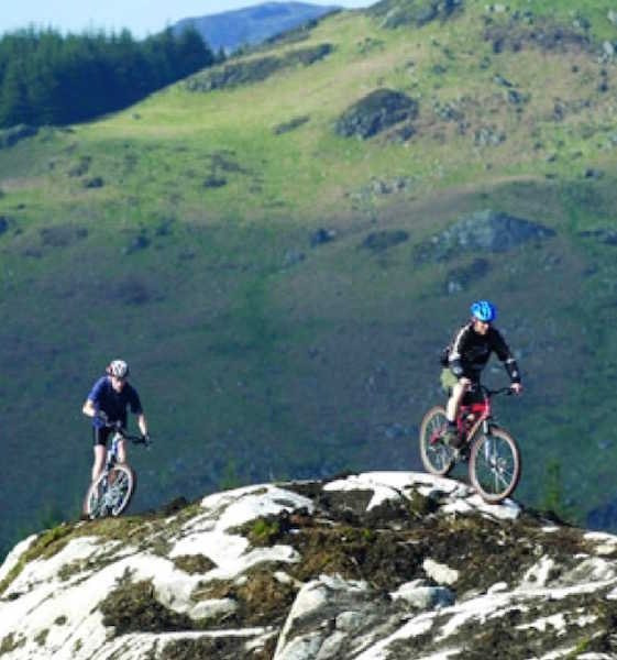 Two mountain bikers on the 7Stanes trails