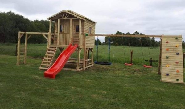 9x7 Playhouse with monkeybars & Rockclimbing wall - 211