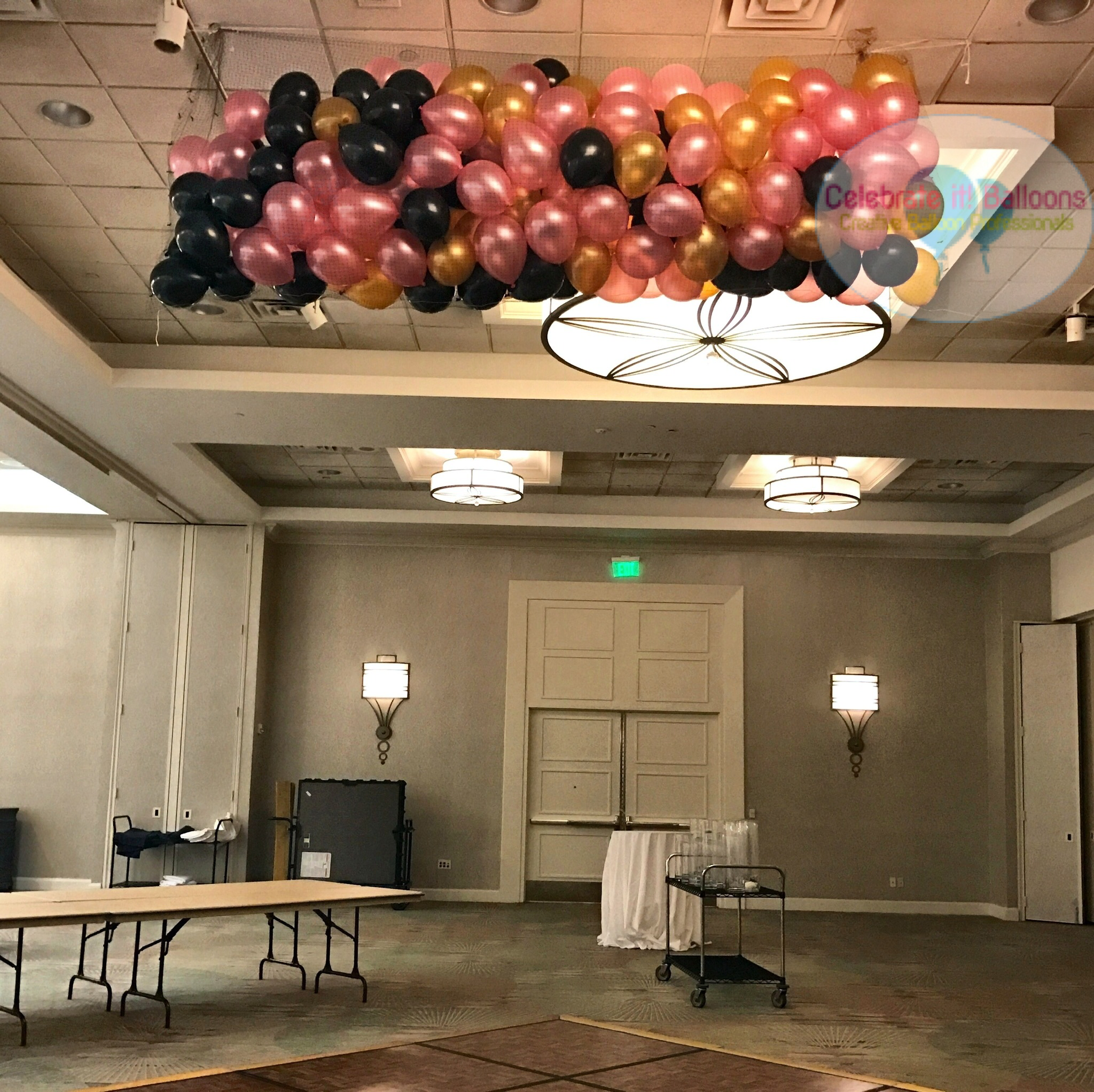 balloon drop for NYE wedding party