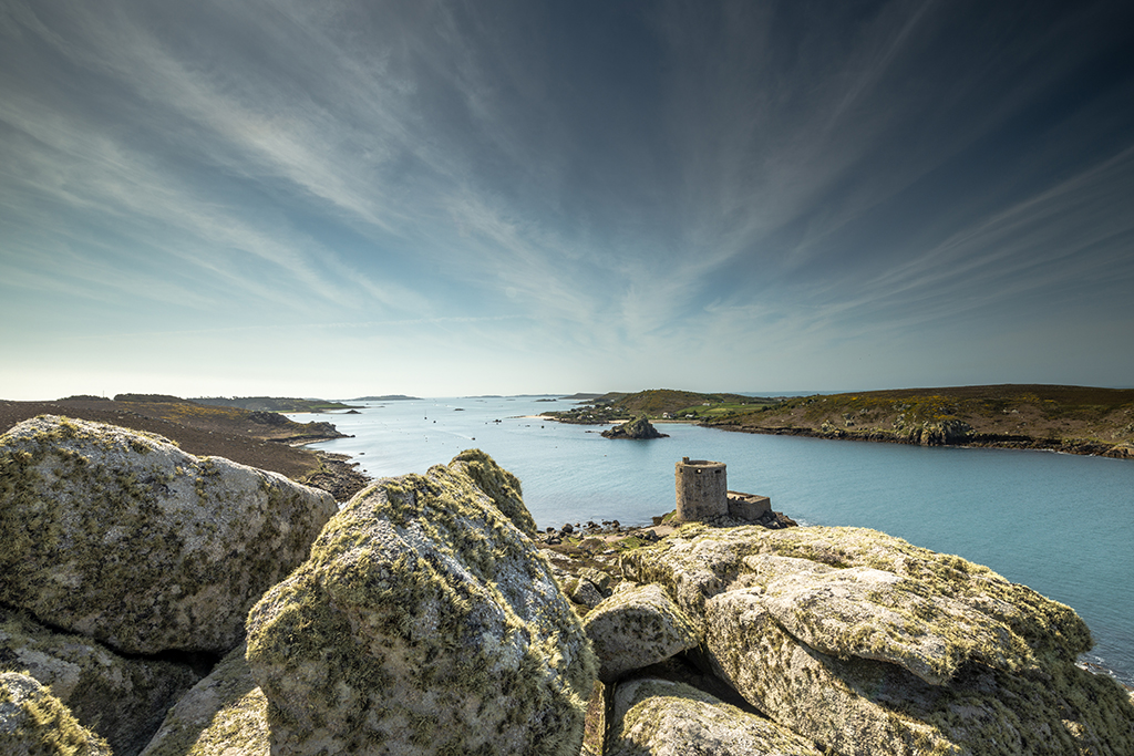 Cromwell's Castle guards the shoreline between New Grimsby Sound and Harbour.  Stock Image ID: 2747