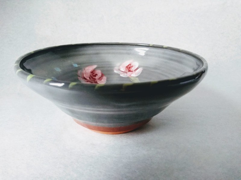 Earthenware breakfast bowl with roses