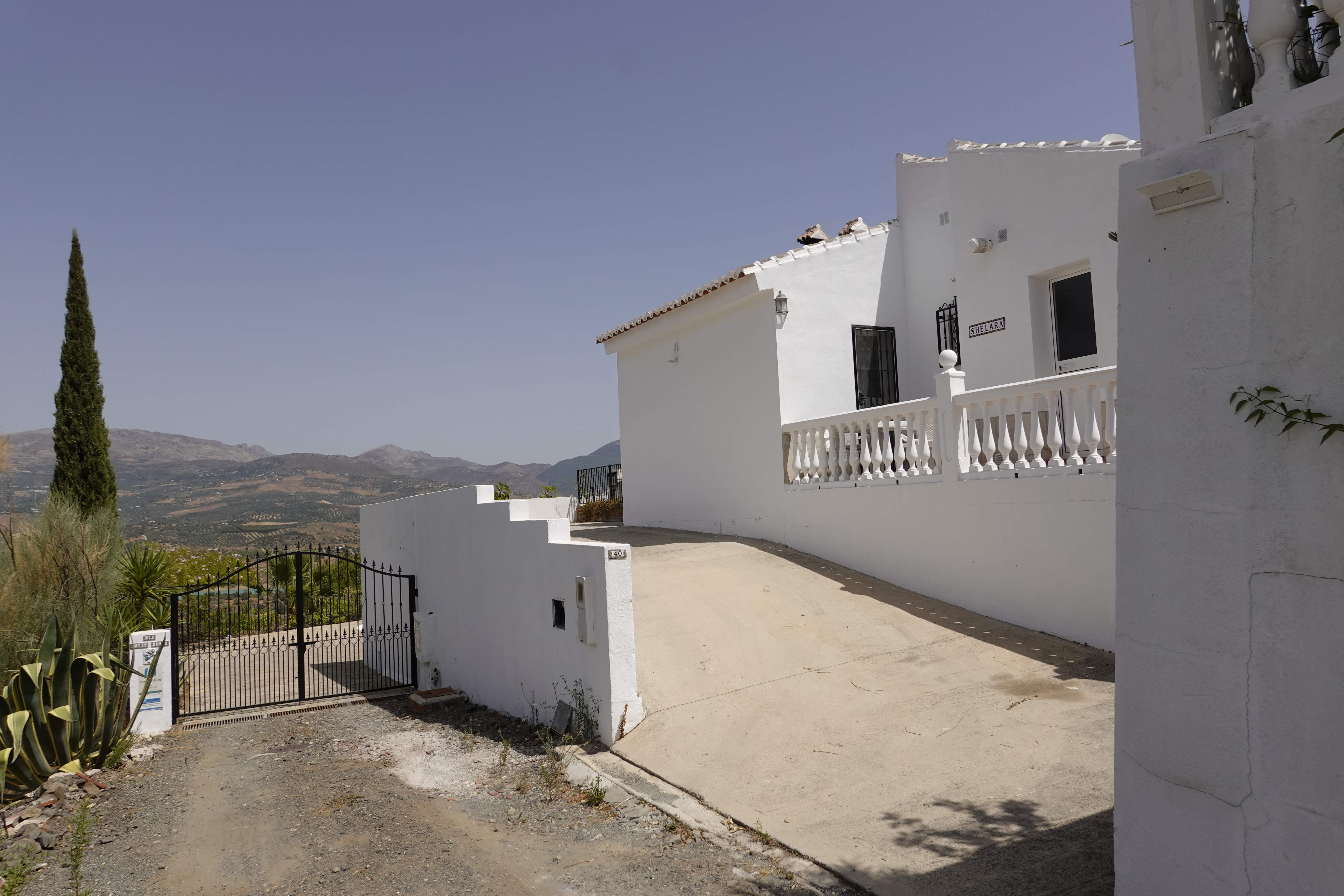 Casa VIVAndalusia, Vinuela, Malaga, Axarquia: entrance and parking